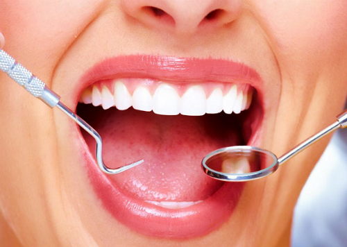 How a cosmetic dentist can help improve your smile
